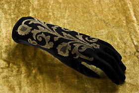 Lace gloves with stroganoff print in gold