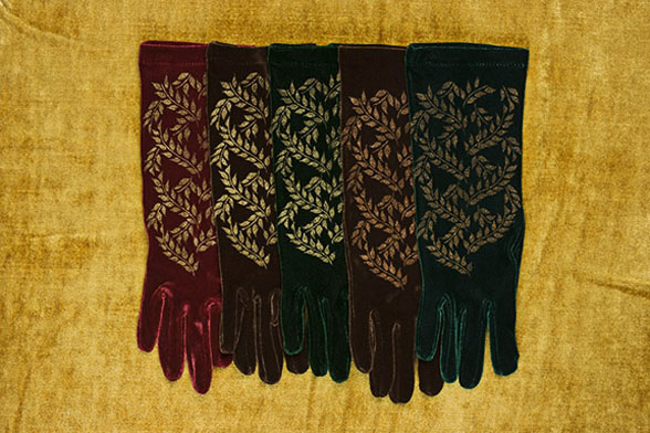 Velvet gloves with vine print