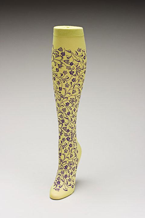 Trouser socks in SpGrnPurp_FLOWERS